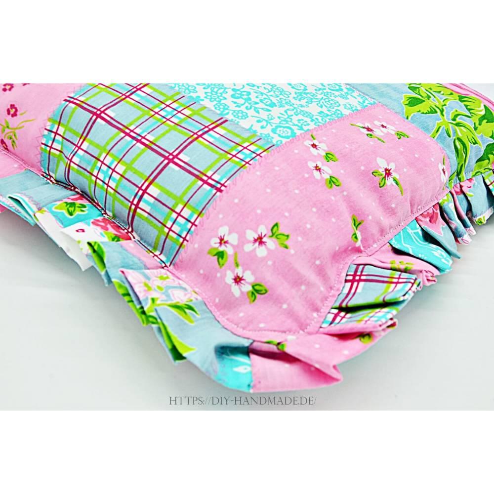süßes Mädchenkissen mit handgelegten Falten, Kissen 40x40 cm, Kuschelkissen, Schmusekissen, Dekokissen, Unikat Bild 1