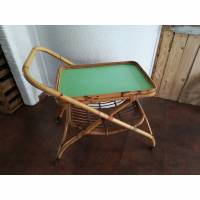 Teewagen aus Rattan mit grüner Platte Vintage Bild 1