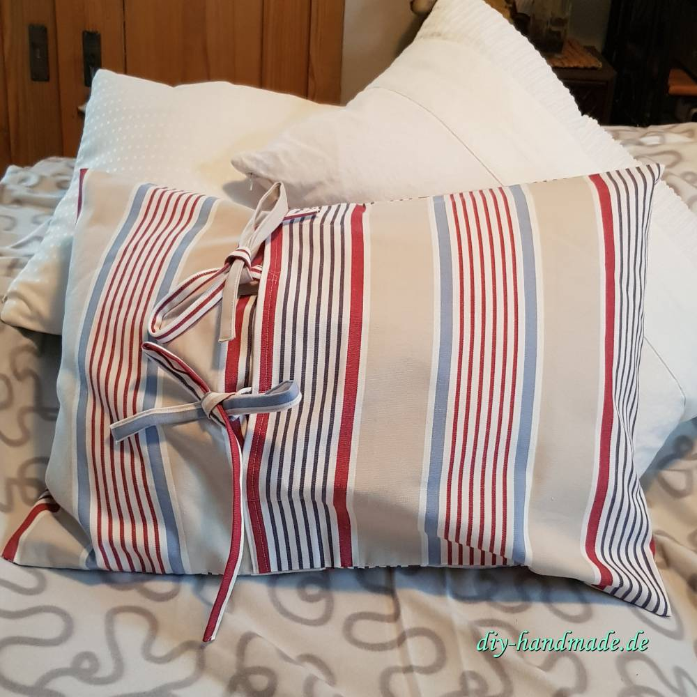 gestreifter Kissenüberzug blau rot beige, moderne Kissenhülle mit Bindebändern, 60x40 cm, Unikat Bild 1