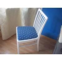 alter Stuhl mit Polster Bild 1