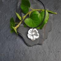 Edler Anhänger Blüte aus 999 Silber mit Kautschukkette, matt gebürstet Bild 1