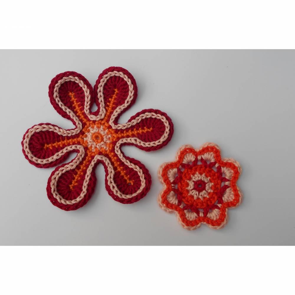 Häkelapplikation: 2 Häkelblumen zum basteln, dekorieren oder aufpimpen Bild 1