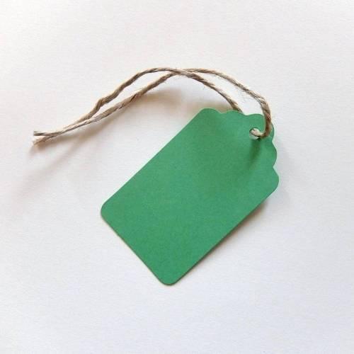 20 Geschenkanhänger grün, rechteckig, oben mit gewelltem Rand