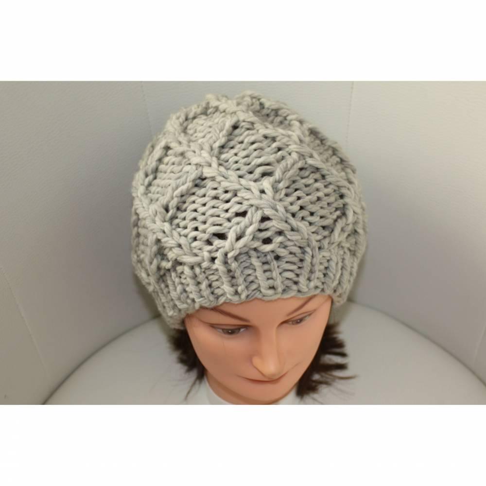 Damen-Mütze/Beanie, handgestrickt mit Muster, KU ca. 55-58cm, hellgrau melange Bild 1