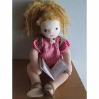 Stoffpuppe Ginnie Booklover, Rucksack, sitzende Puppe, Waldorf style, Original bewegliche Arme und Beine, Bild 1