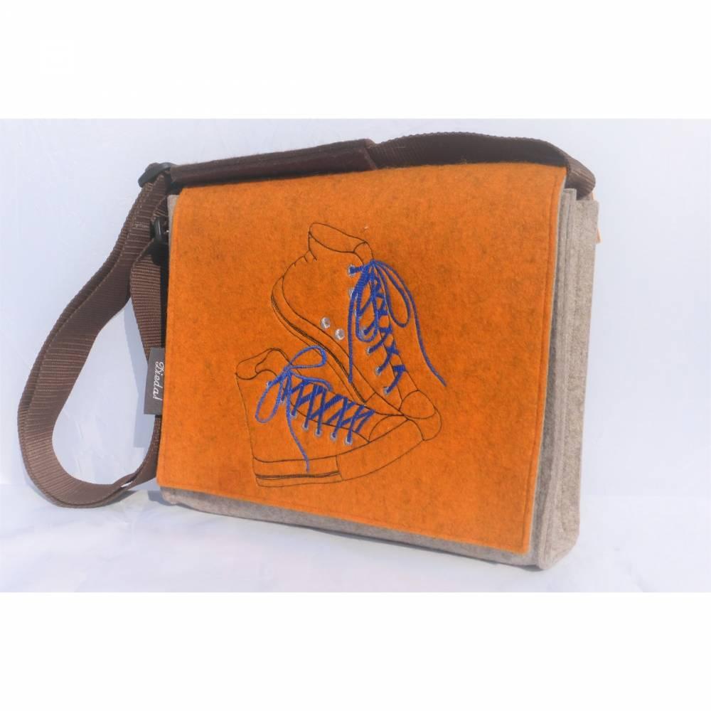 Umhängetasche aus Filz, Tasche mit der Wechselklappe, wandelbar, aus Wollfilz, bestickt, orange, hellbraunmeliert, handgemacht von Dieda! kaufen Bild 1