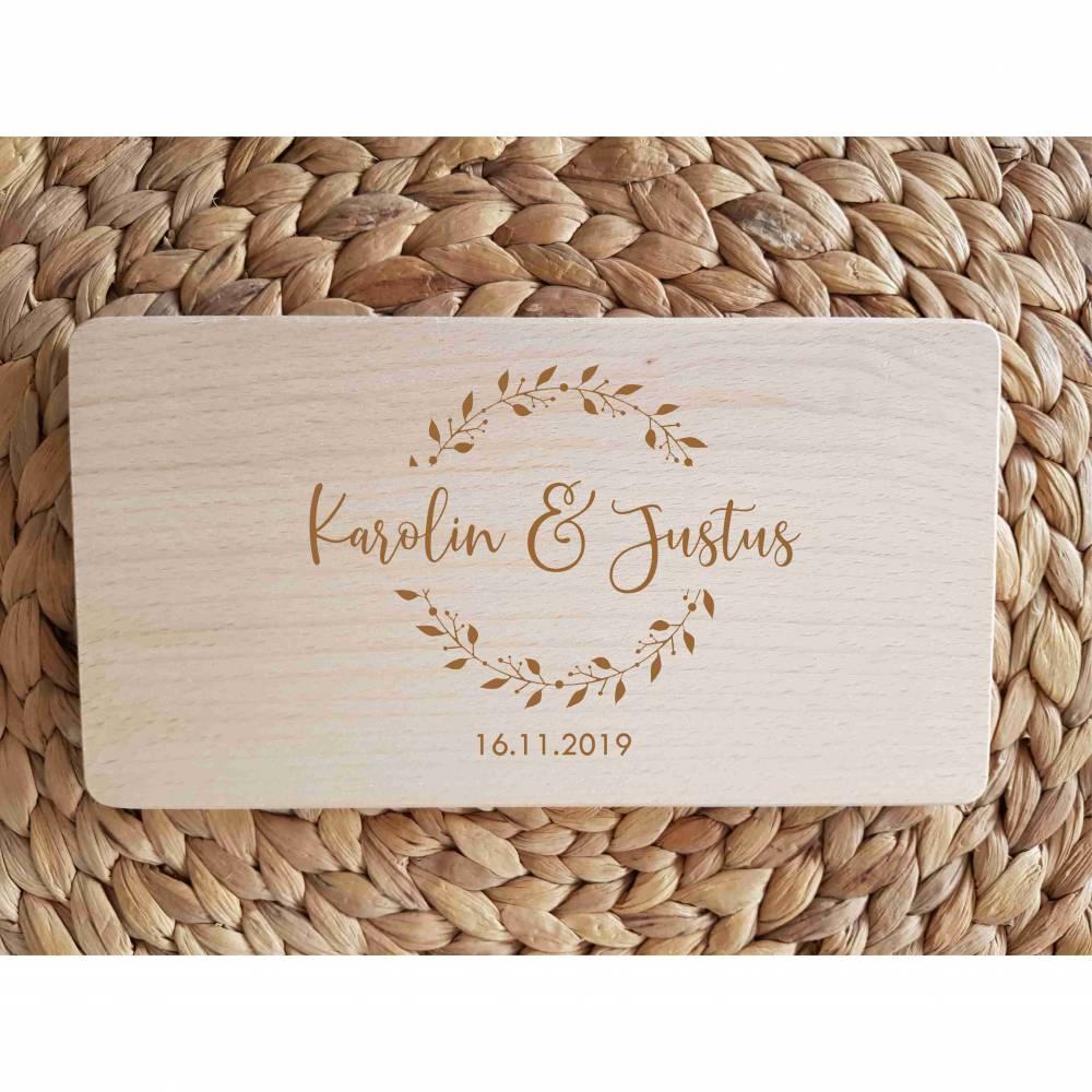 Name + Jahreszahl Hochzeit Holzbrettchen Brett Brettchen Holzbrett aus Buche Bild 1