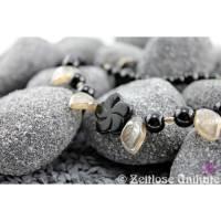 Halskette mit Glasblätter in beige mit Perlmuttglanz / schwarze Perlen Kette / verspielt / einmalig schön Bild 1