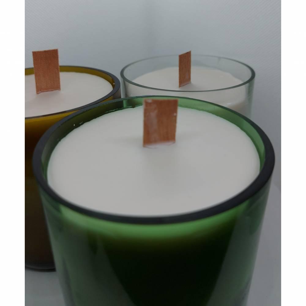 Kerze mit Holzdocht und Rapswachs, im Glas vegan, 350gr Wachs, Glas aus Weinflasche geschnitten Bild 1