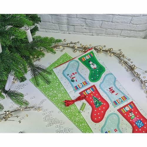 Adventskalender Stiefel - Söckchen - Säckchen zum Selbermachen bunt - grün, aus wunderschönen bedruckten Baumwollstoffe, waschbar