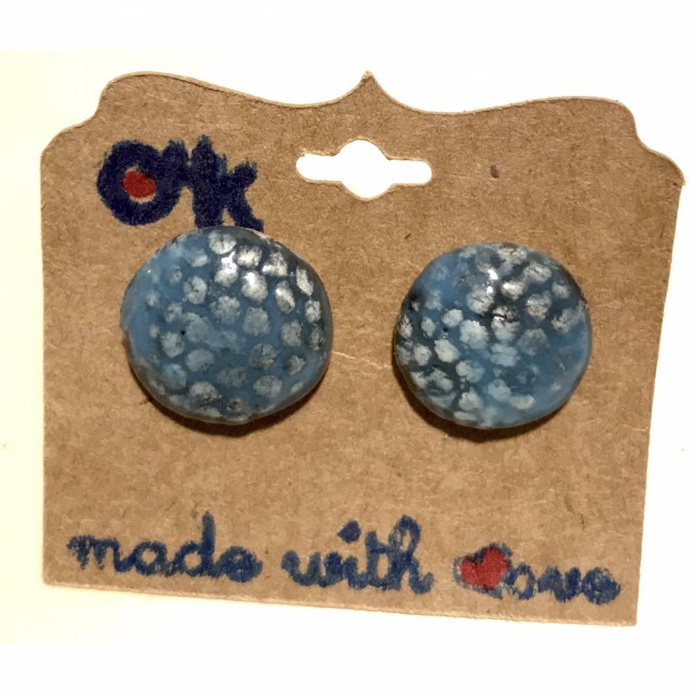 Runde Keramik-Ohrstecker: Blau auf weißem Ton (2) Bild 1