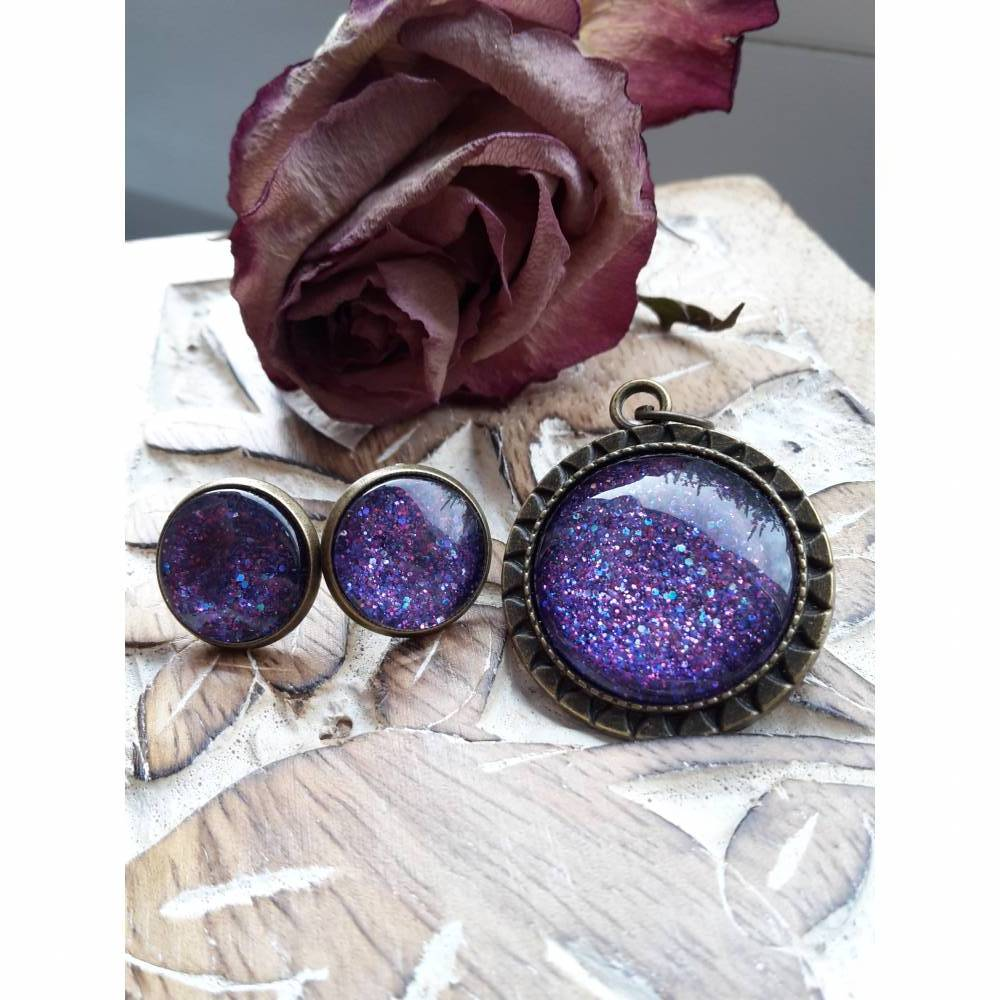 Ohrringe u Ringe Cabochonschmuck verschiedene Fassungen handbemalt glitzer glitter lila Bild 1