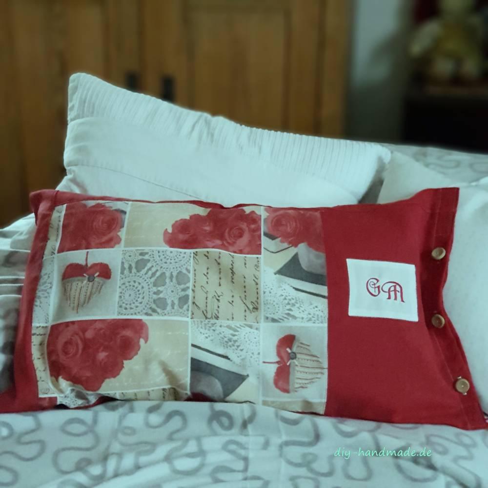 Landhauskissen mit Innenkissen, Dekokissen, 65 x 40 cm, rot weiß mit Monogramm, Unikat, Geschenk Bild 1