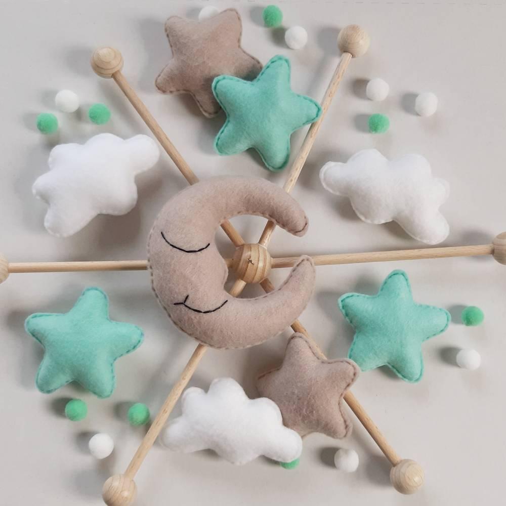 Baby Mobile mit Mond, Wolken und Sternchen aus Filz - Geschenk zur Geburt - andere Farben möglich  Bild 1
