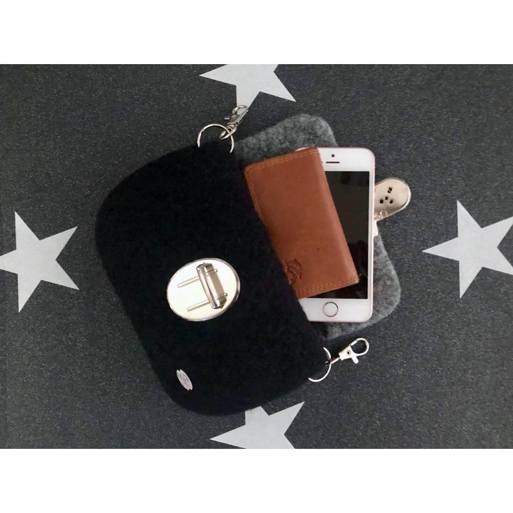 Gürteltasche in Schwarz und Grau, gefilzte Hüfttasche  Bild 1