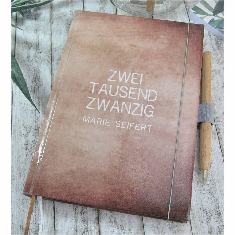 Buchkalender 2020 Kalendarium Buch Kalender A5 Taschenkalender Jahresplaner Monatsplaner Tagesplaner Vintage Lederoptik Braun Stift Halter Bild 1