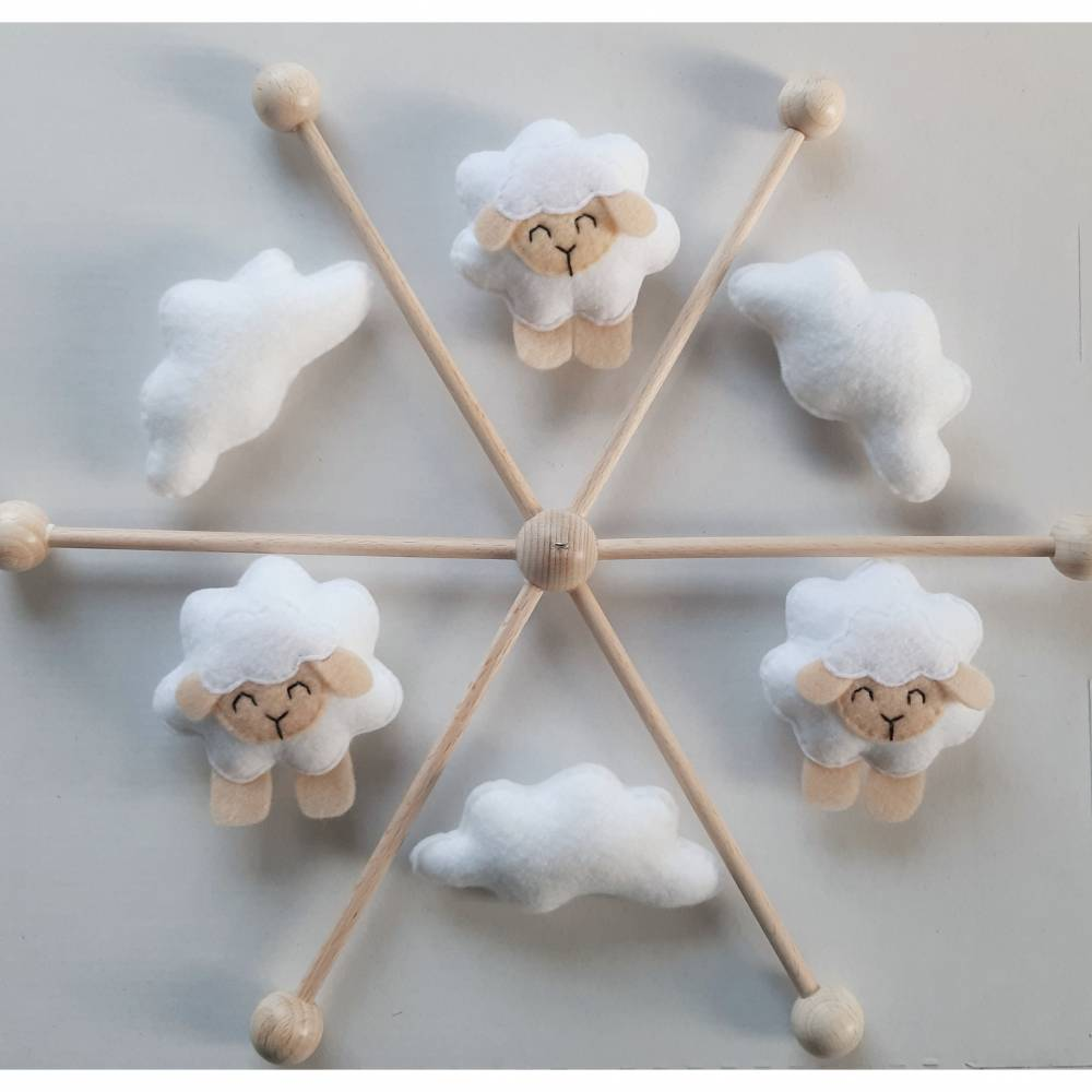 Baby Mobile mit Schäfchen und Wolken aus Filz - Geschenk zur Geburt - andere Farben möglich  Bild 1