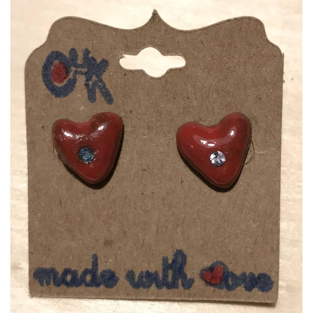 Keramik-Ohrstecker in Herzform, rotglasiert mit hellblauem Swarovski-Steinchen Bild 1