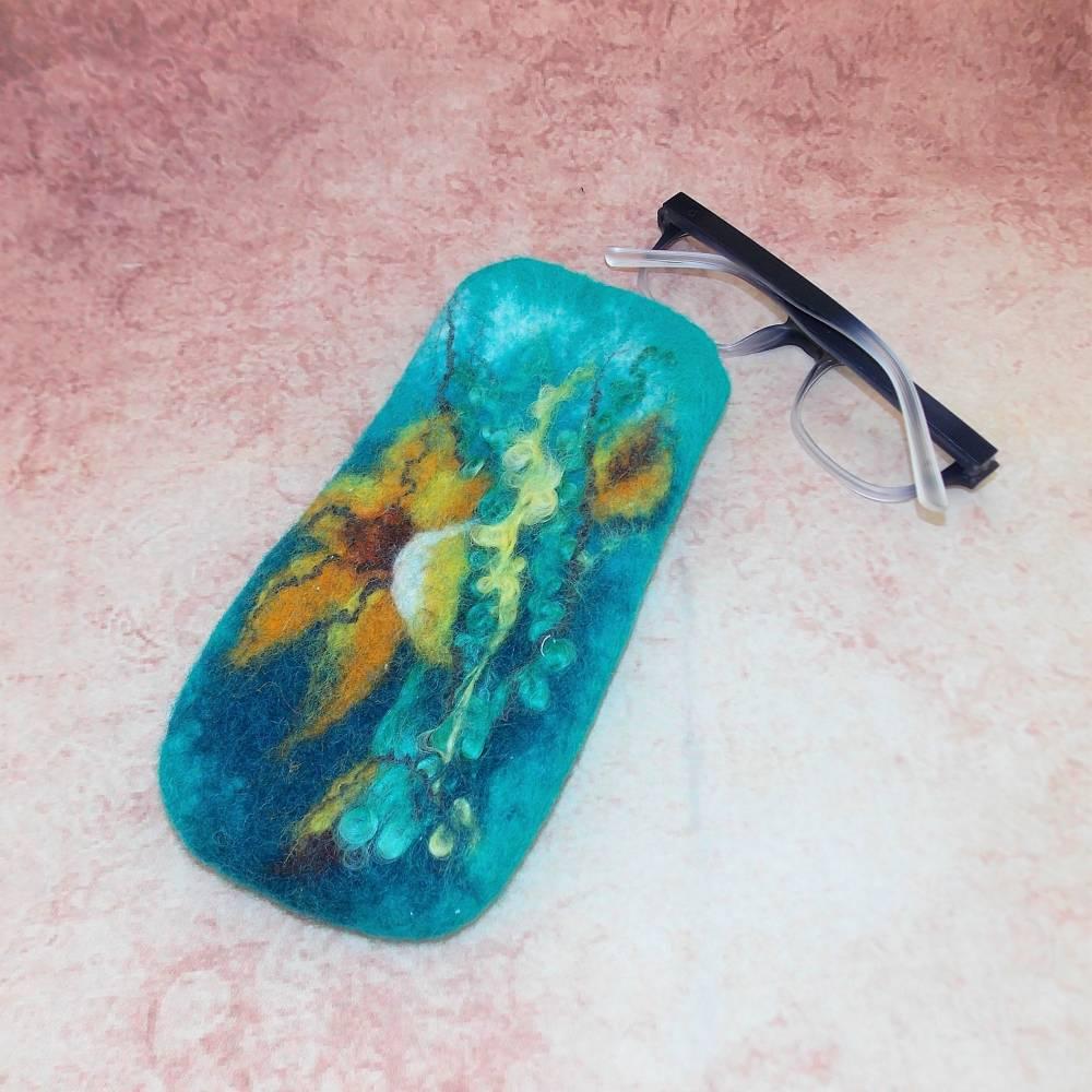 Gefilztes Brillenetui mit  Blumenmotiv  Bild 1