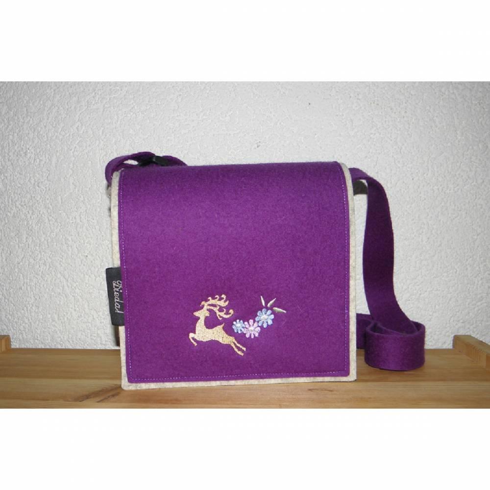 Trachtentasche, Dirndltasche, Unikat, aus Wollfilz in hellmeliert und lila, bestickt mit Hirsch, Umhängetasche, Oktoberfest, handgemacht von Dieda Bild 1