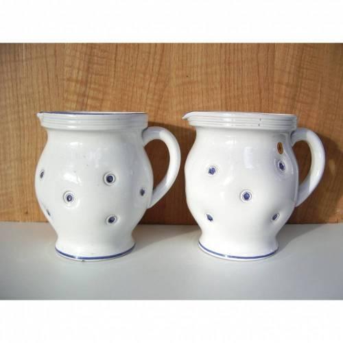 Vintage Krug Keramik 1,5 Liter Henkel weiß blau Punkte Dots Relief Landhaus shabby chic handgetöpfert XL