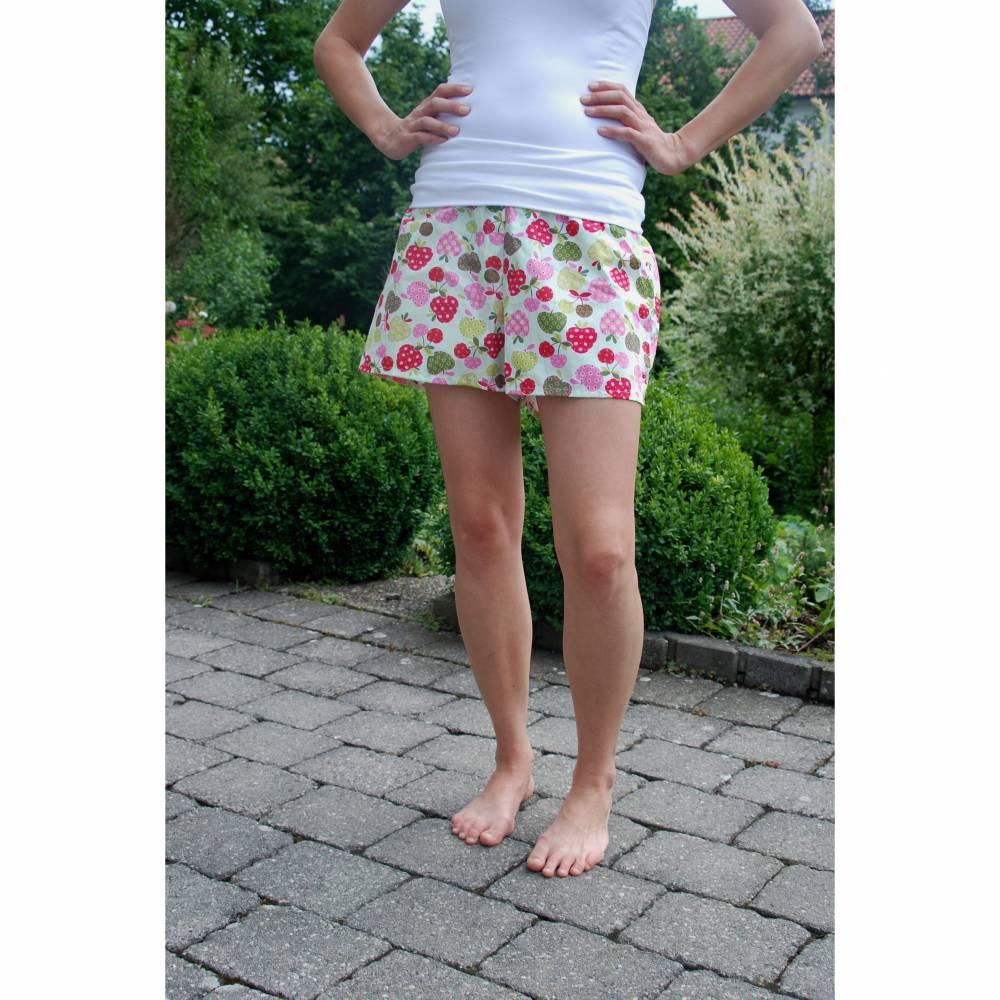 Shorts Apfelmuster Erdbeermuster, Größe s, bequem sommerlich Bild 1