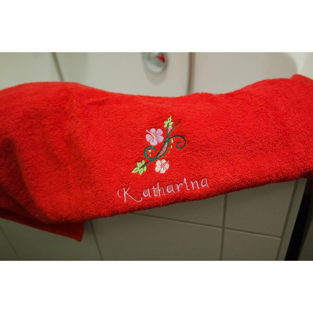 Duschtuch, Blumenranke, personalisiert inkl. Wunschname, bestickt, Baumwollhandtuch, individuell, von Dieda Bild 1