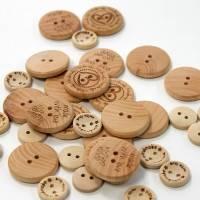 3 Stück Holzknopf Handmade genitzt verschiedene Größen Bild 1