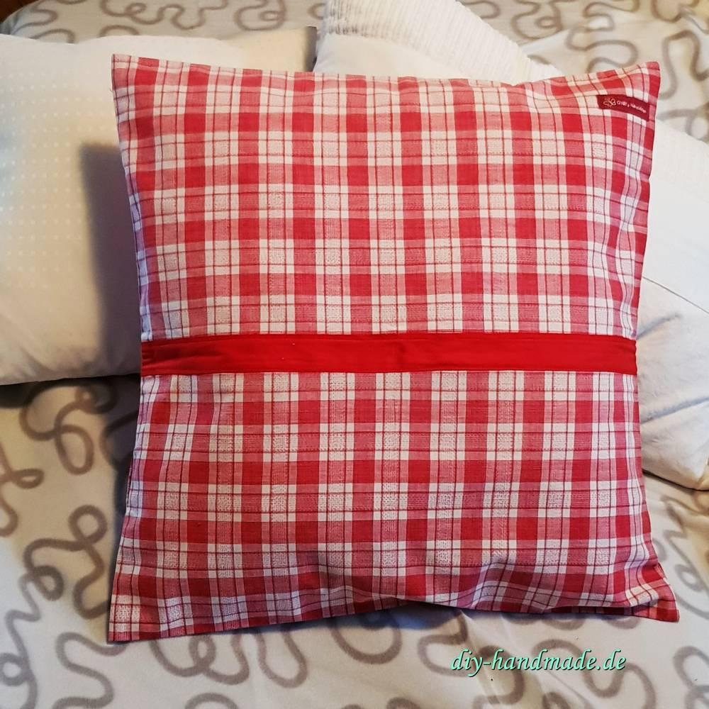 rot-weiß-karierte Landhaus Kissenhülle aus Vintage Bauernbettwäsche, 50x50cm, Kissenbezug,  Unikat Bild 1