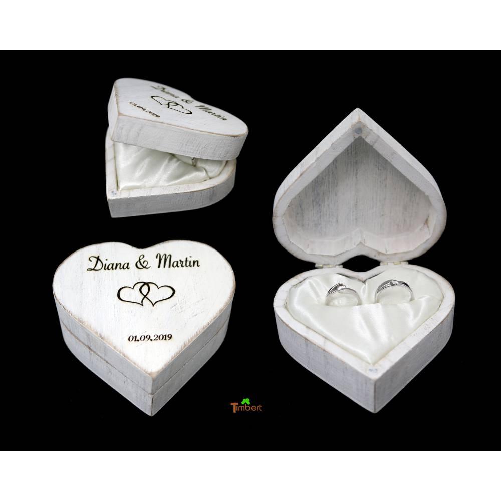 RINGBOX aus HOLZ Herz Rustikale Hochzeit Ringkissen mit GRAVUR Vintage Ringschachtel für Eheringe Ringkästchen Personalisiert in Shabby weiß Bild 1