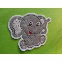 Applikation / Aufnäher süsser Elefant sitzend Bild 1