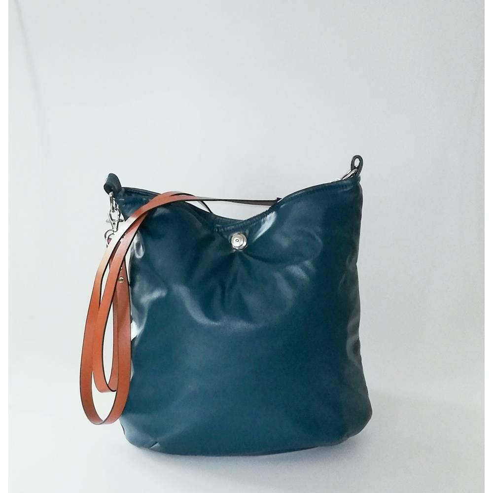 Beuteltasche, Umhängetasche AJA Bag, smaragdgrünes Kunstleder, Handmade Bild 1