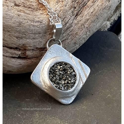 Kettenanhänger aus Silber und Pyrit, Quadrat