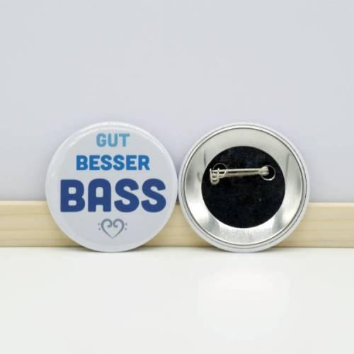 """Button """"Gut Besser BASS"""" mit Sicherheitsnadel 59mm"""