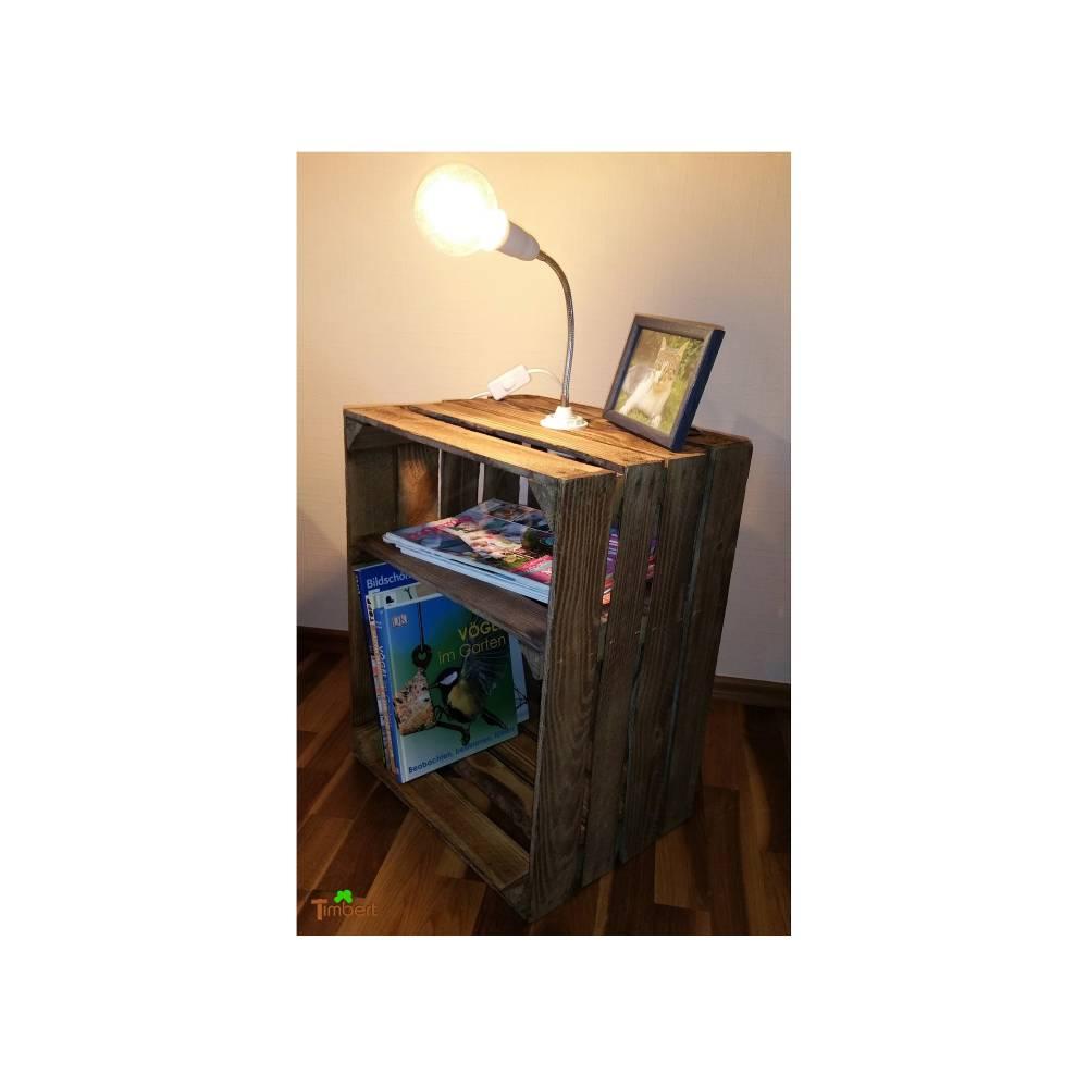 Vintage NACHTTISCH Beistelltisch mit Retro LAMPE Rustikaler Nachtschrank aus einer alten OBSTKISTE Nachtschränkchen Holz Apfelkiste Kommode Bild 1