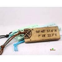 Vintage Schlüsselanhänger mit Koordinaten Holz Geschenk für Sie Personalisiert Altholz Martitim Gravur Weihnachten Einzug Familie Mann Frau Bild 1