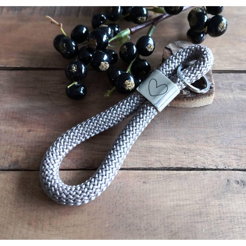 Schlüsselanhänger aus grauem Segeltau maritim, Anhänger mit Herz  Bild 1