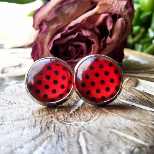 Ohrringe und Ringe rot mit schwarzen Punkten Cabochonschmuck verschiedene Fassungen