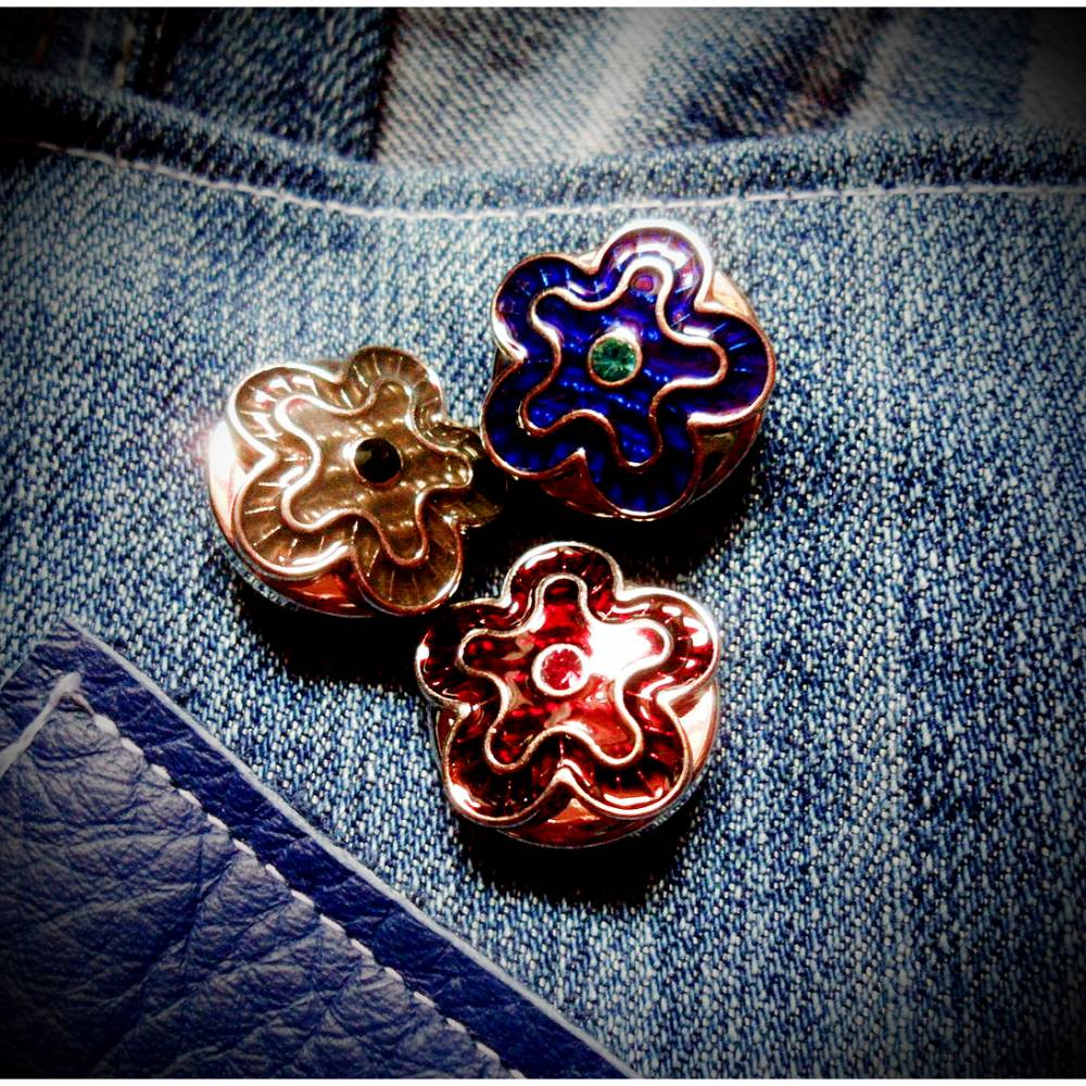 Pin, Brosche, Druckknopf, Button, Blume, Blumen, rot, blau, grau,6 Bild 1