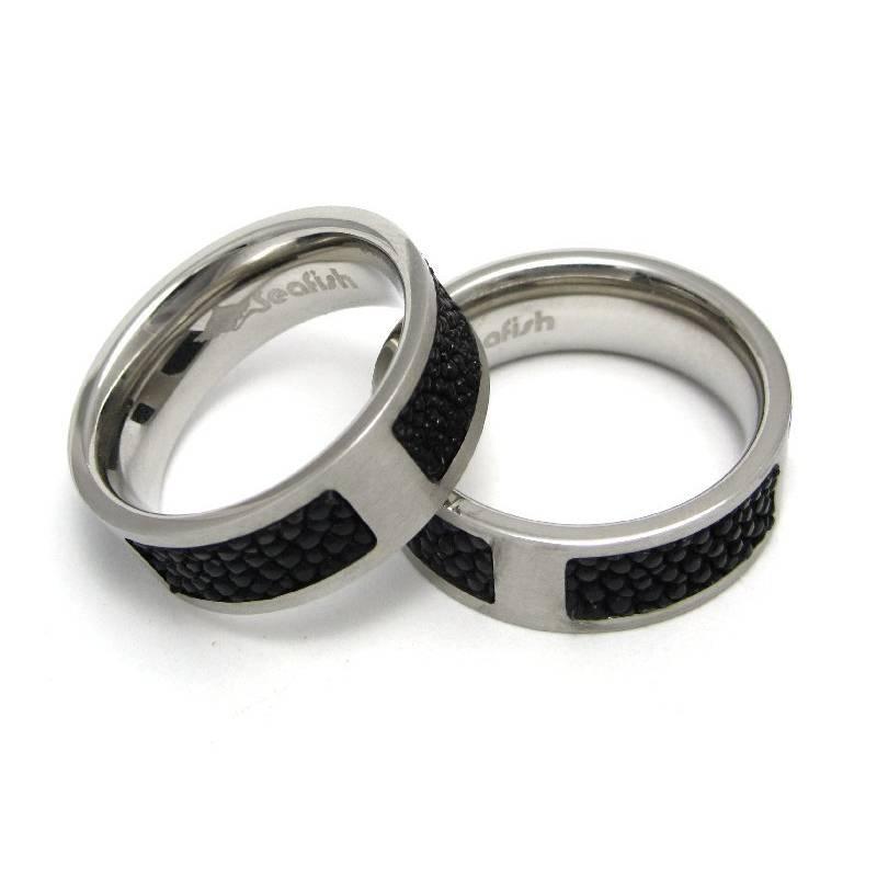 Stingray Ring aus Edelstahl mit Rochenleder Bild 1