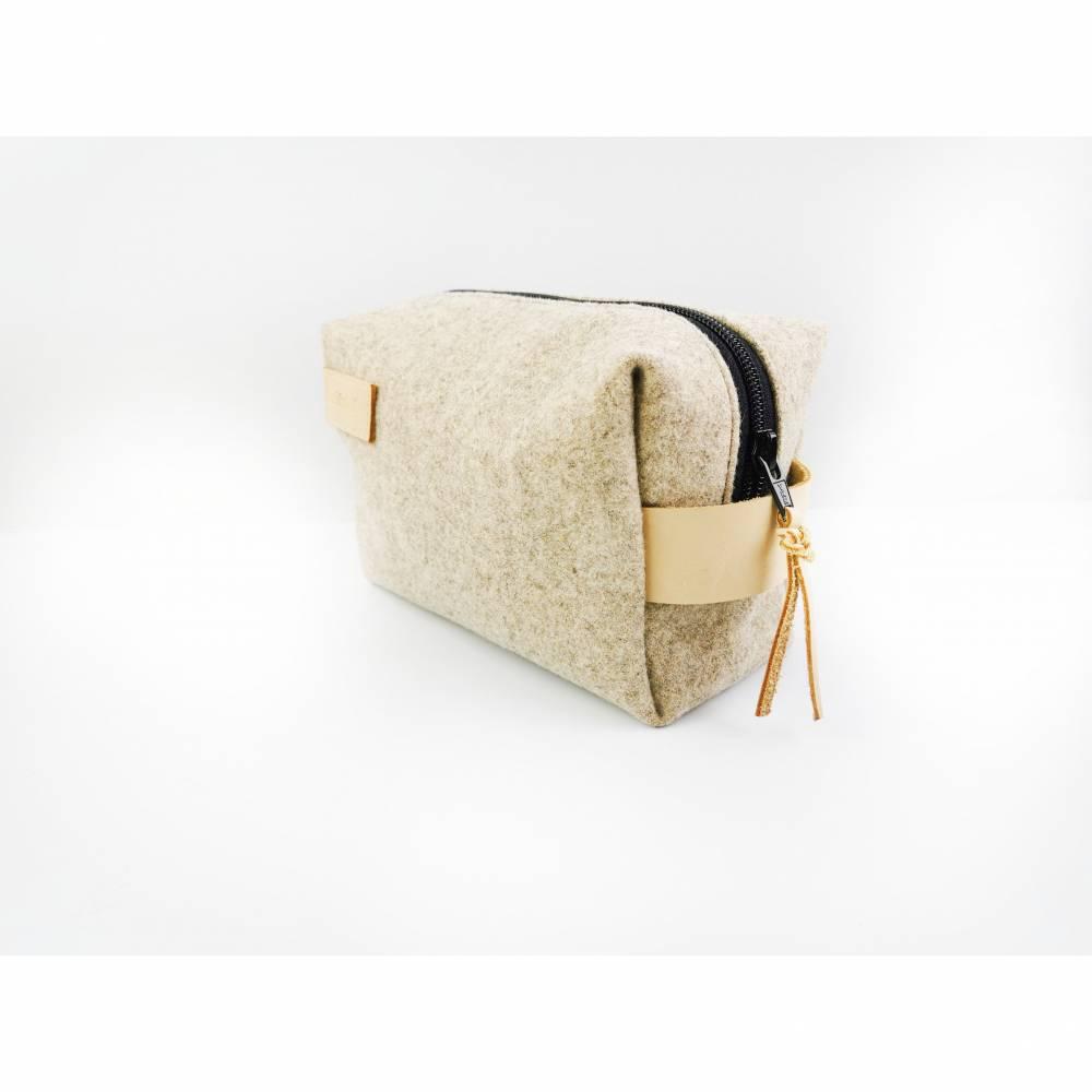 Kulturtasche aus Filz mit feinen Lederdetails  Bild 1