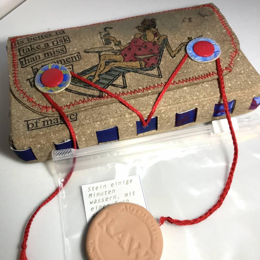 Tabaksbeutel aus ReLeda für eine Selbst-Dreherin - inklusive Tabakbefeuchter-Stein - Unikat Bild 1