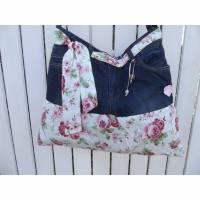 UNIKAT! Romantische upcycling Tasche aus einer alten Jeans mit Rosen.  Bild 1
