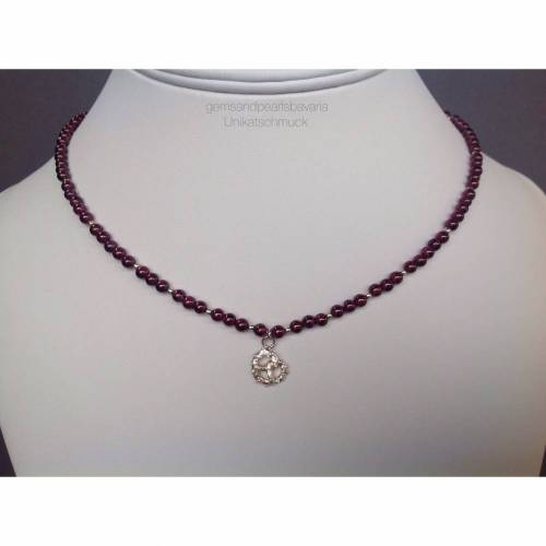 Granatkette mit Brezenanhänger aus Sterling Silber, Brezel, Geschenk für Frauen, Edelsteinkette, Dirndlschmuck