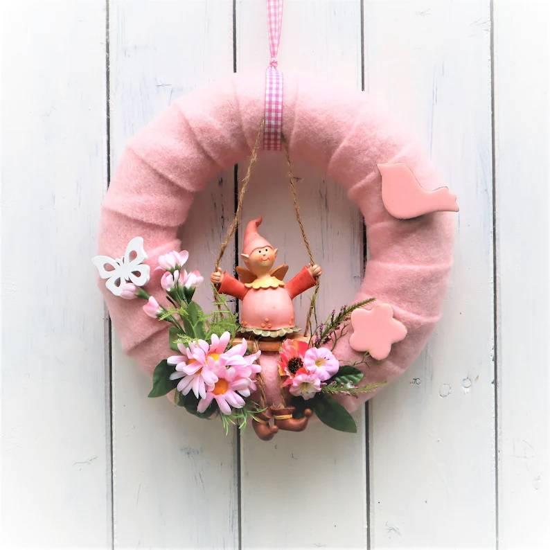 Türkranz, ganzjährig, Kranz rosa mit Wichtel, Frühlingskranz Bild 1