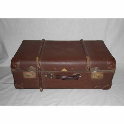 Vintage  Reisekoffer mit Metallbeschlägen und Holzreifen