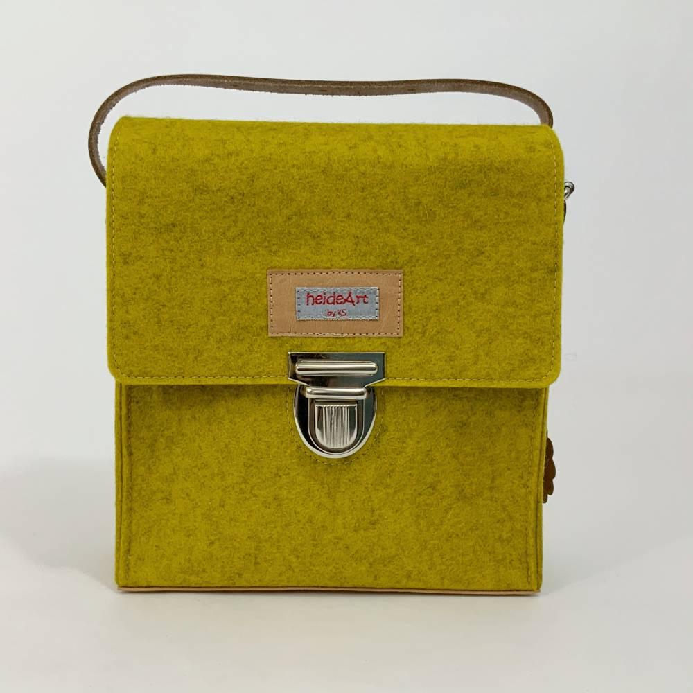 Filztasche aus 100% Wolle, Schultertasche aus Filz, Handtasche, senf, gelb,  heideBag, Handtasche mit Mappenschloss, Ledergurt Bild 1