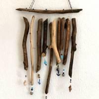 maritimes Windspiel aus Treibholz, Mobile mit Muscheln und Perlen  Bild 1