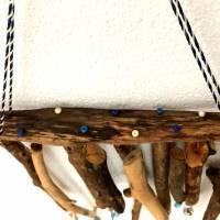 maritimes Windspiel aus Treibholz, Mobile mit Muscheln und Perlen  Bild 5