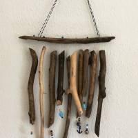 maritimes Windspiel aus Treibholz, Mobile mit Muscheln und Perlen  Bild 6